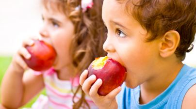 Alimentos que protegem a saúde dos dentes das crianças